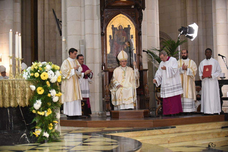 Monseñor Carlos Osoro toma posesión como arzobispo de Madrid El cardenal Cañizares, Consejo Episcopal, Colegio de Consultores y Cabildo, entre los concelebrantes