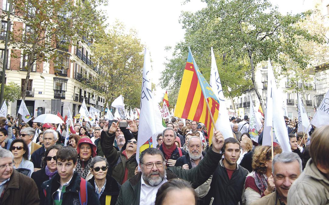 """Clamor en las calles de Madrid para que el Gobierno de Rajoy """"erradique"""" el aborto Marcha multitudinaria y festiva por la vida, la mujer y la maternidad, con abundante presencia valenciana"""