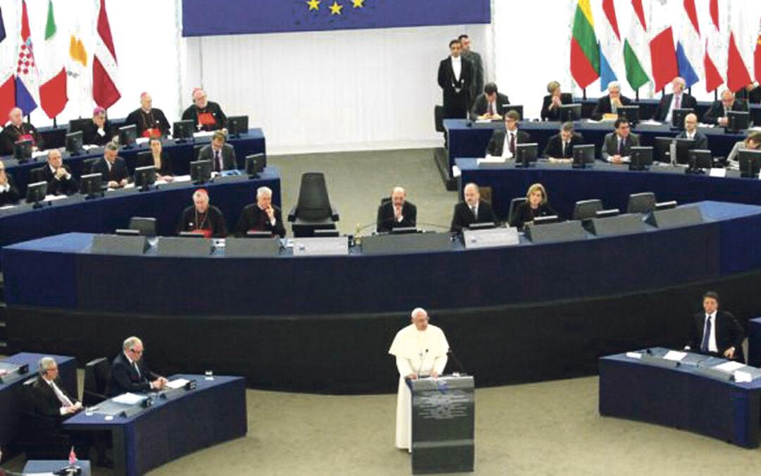 """El Papa urge a """"construir juntos la Europa que no gire en torno a la economía, sino a la sacralidad de la persona"""" En su visita al Parlamento Europeo y al Consejo de Europa, reivindica las raíces cristianas del continente"""