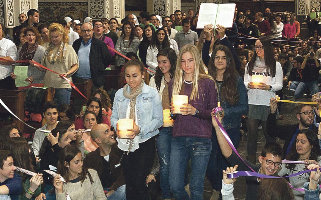 La fe que ilumina el corazón de Valencia La nueva edición de 'Luces en la ciudad' asombra a cientos de jóvenes por sus nuevos escenarios en la plaza  de la Virgen y la Facultad de Teología, sus propuestas, sus talleres y la solidaridad con los cristianos de Irak