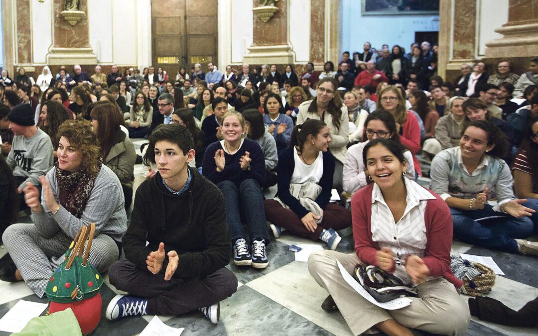 """""""Queridos jóvenes: ¡cuento con vosotros!"""" Primer encuentro del cardenal Cañizares con los jóvenes en la vigilia de la Basílica"""