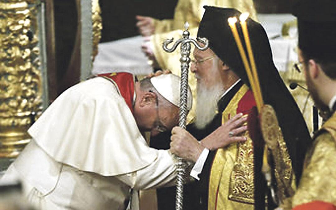 """El viaje apostólico de Francisco a Turquía impulsa la  amistad mutua con el Islam y el rechazo del terrorismo En un gesto ecuménico sin precedentes, el Papa pide al patriarca ortodoxo que bendiga """"a la Iglesia de Roma"""""""