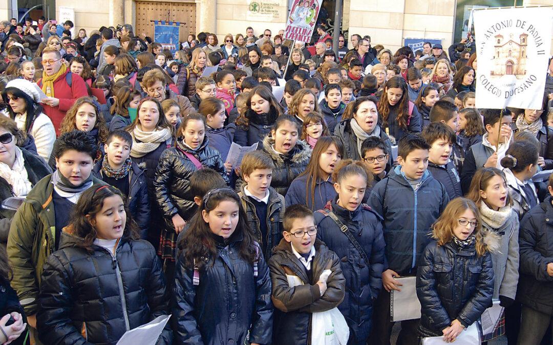 'Les nadalenques' revolucionan el centro histórico PARAULA acompaña por las calles de Valencia a 1.500 escolares mientras cantan villancicos