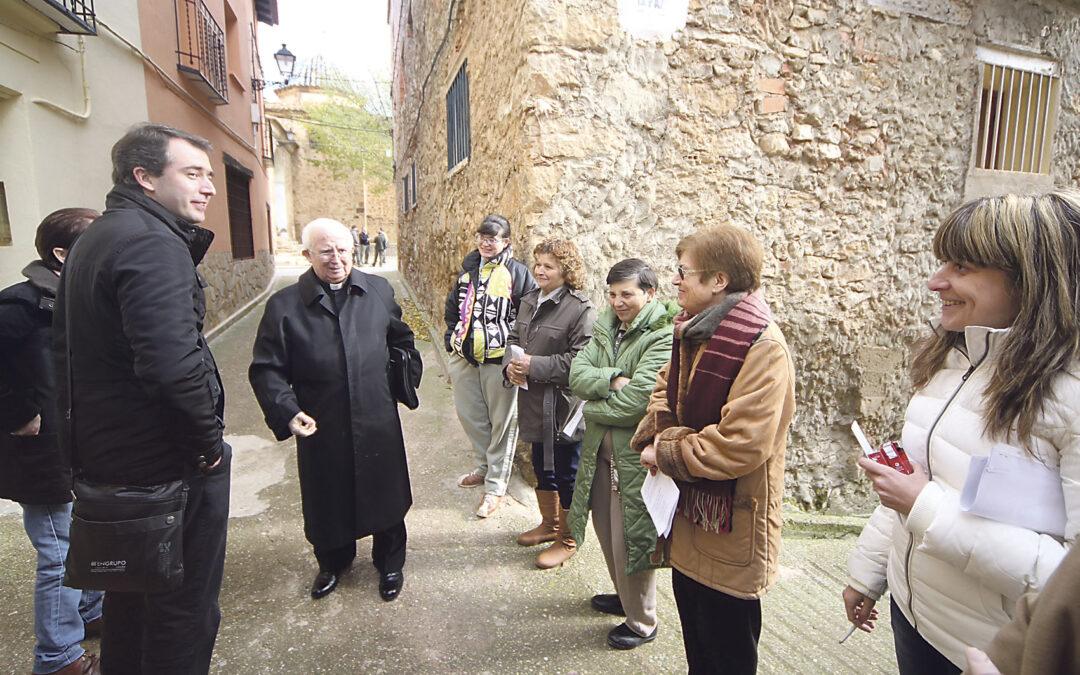 Entrañable recorrido pastoral de don Antonio por aldeas y pueblos del Rincón de Ademuz a pesar del intenso frío El Arzobispo inicia la visita pastoral en Ademuz