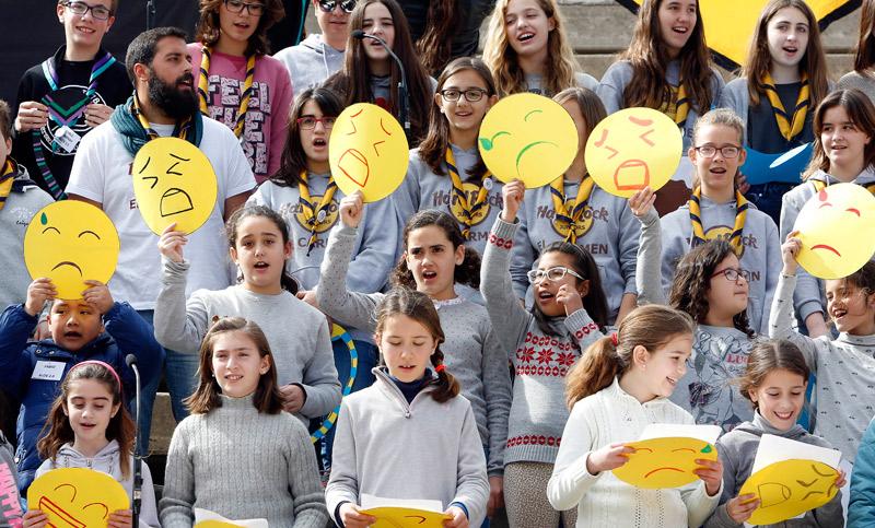 Más de 900 'juniors' al ritmo de la música Festival Juniors de la Canción de las vicarías I y II en el parque de Benicalap de Valencia