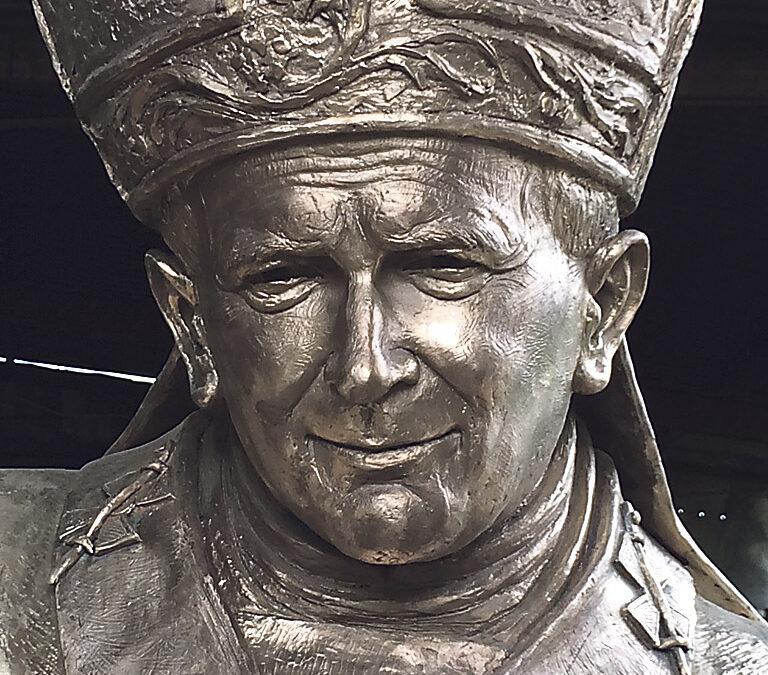 La estatua de san Juan Pablo II llega a Valencia Este domingo, mesas petitorias en la Plaza de la Virgen para la suscripción popular