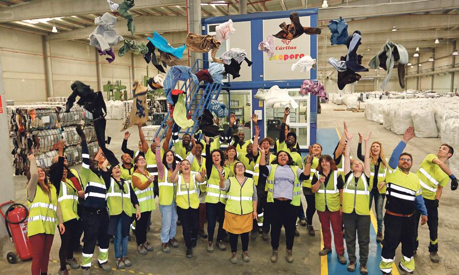 Cáritas de Valencia, Teruel y Castellón se unen para  el reciclaje de ropa Se crea el proyecto interdiocesano Textil Koopera