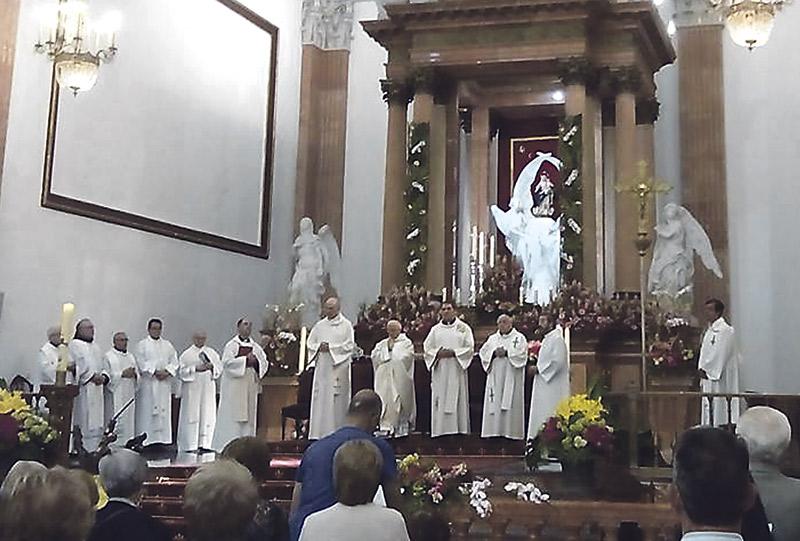 Don Antonio abre su visita pastoral a Alcoy  en la parroquia que tuvo como primer destino Con una misa en la iglesia de Santa María
