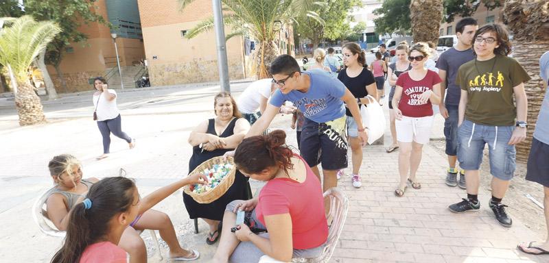 Los jóvenes misioneros de la calle dejan una huella inolvidable Culminan una semana de ayuda en Alzira, Silla y Paterna dentro de la misión evangelizadora 'Construir la Nueva Ciudad'.