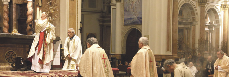 """Por las víctimas del yihadismo, """"muy blasfemo y sacrílego"""", y por la conversión de los asesinos El Cardenal implora en la Catedral el perdón de Dios para los terroristas """"porque no saben lo que hacen"""""""