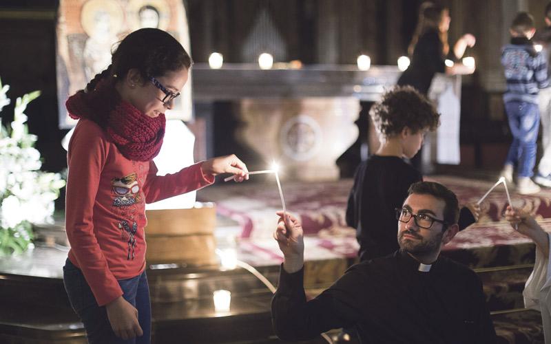 'Luces' en Valencia bajo el cielo de París Más de mil jóvenes comparten con alegría talleres, música y oración al estilo Taizé, en el encuentro 'Luces en la Ciudad' con el corazón conmovido por las víctimas de los atentados de la capital francesa horas antes