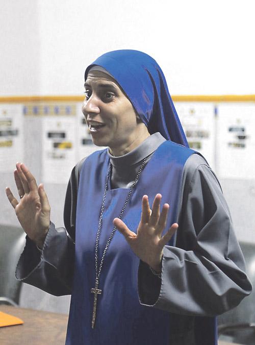 """Los cristianos en Alepo, """"dispuestos a que nos corten la cabeza, antes que renunciar a la fe"""" Una religiosa misionera en Siria, cuenta a PARAULA la vida de los cristianos bajo las bombas y el terrorismo"""