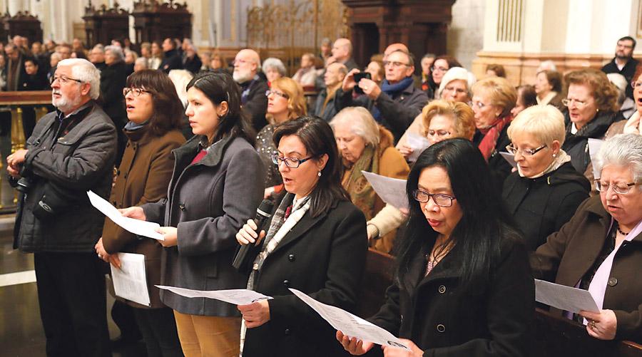 La Seo, rebosante en la primera peregrinación diocesana para el jubileo de la Misericordia Miles de fieles de las 57 parroquias de la Vicaría II dejaron pequeña la Catedral