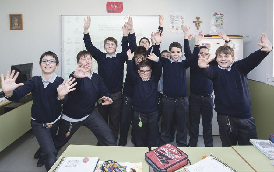 ¡Bienvenidos a la Escolanía de la Virgen! La Escolanía de la Virgen de los Desamparados de Valencia ha iniciado las pruebas de voz y oído, en colegios diocesanos y parroquias