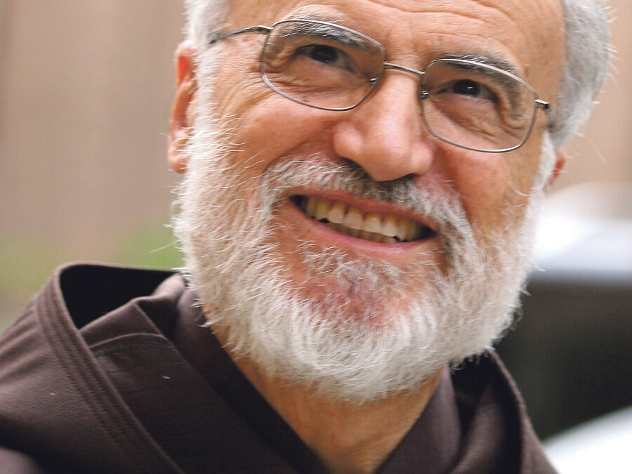"""""""Estoy convencido de que la mitad del sufrimiento que existe en el mundo deriva del deseo de vengarse"""" Entrevista a Raniero Cantalamessa, predicador de la Casa Pontificia"""