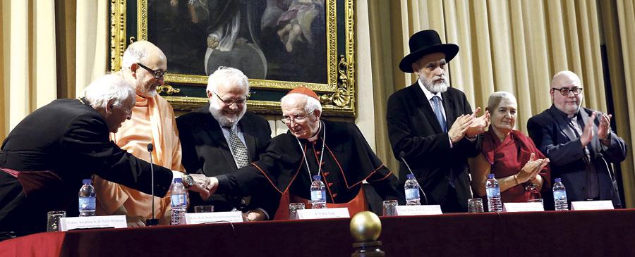 Las grandes religiones, unidas en oración, demuestran que la paz es posible Líderes judíos, musulmanes, budistas, hinduistas y de confesiones cristianas rezan con el Cardenal