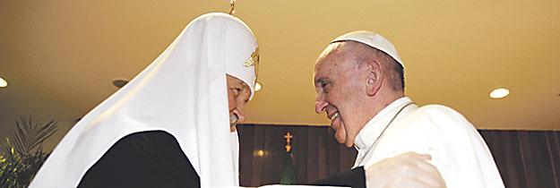 Francisco y Kiril, un abrazo de paz ya para la historia Primer encuentro en mil años entre un Papa y un Patriarca de Moscú