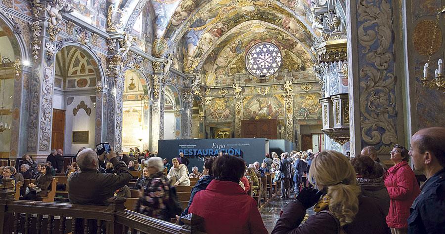 Multitud de valencianos hacen cola para contemplar la  restauración de San Nicolás, que también es ya templo jubilar Más de 5.000 personas acuden el primer fin de semana para admirar los frescos recuperados