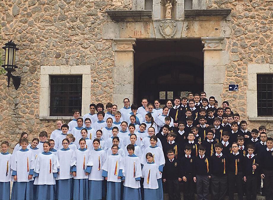 Jornada de puertas abiertas en la Escolanía de la Virgen de los Desamparados este sábado Los escolanes han cantado ante la Virgen del Lluch, en Mallorca