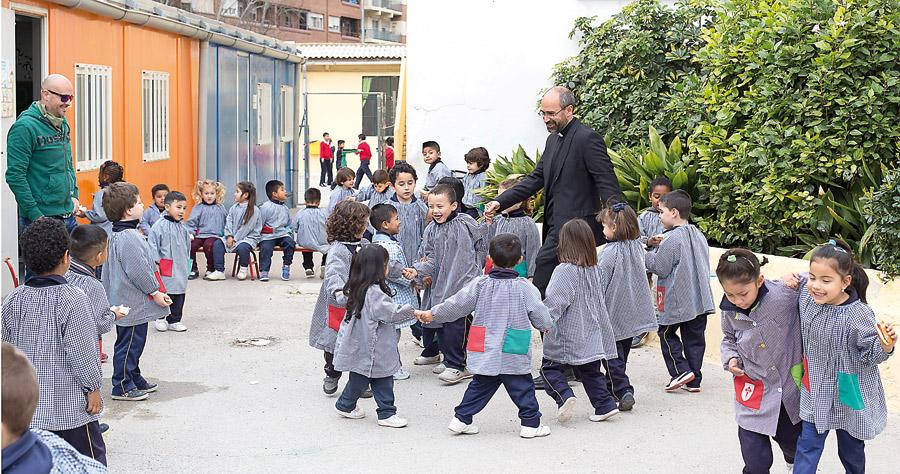 El Arzobispado acometerá las obras del nuevo edificio del colegio Santiago Apóstol Los cimientos se iniciaron en 2010, pero las obras se paralizaron por la falta de recursos por la crisis