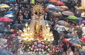 18 de mayo: besamanos a la Mare de Déu en su Basílica Ininterrumpidamente desde las 7 de la mañana hasta que pase el último fiel