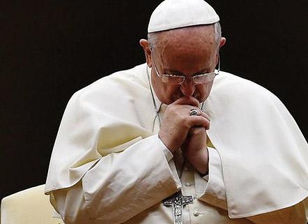 """El Papa condena la """"violencia ciega""""  del terrorismo tras la masacre de Niza El atentado deja 84 muertos, muchos de ellos niños, atropellados por un camión"""