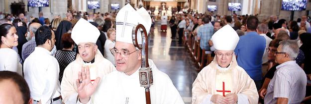 El Cardenal consagra obispo a monseñor Arturo Ros Con 22 obispos, 400 sacerdotes, y la Catedral llena, el recuerdo del beato mártir estuvo presente toda la misa
