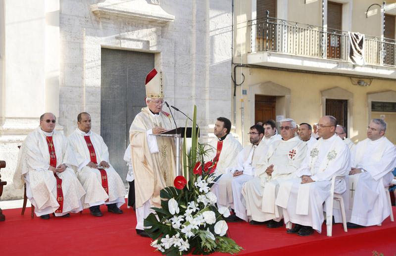 Homilía del Arzobispo en la visita del Santo Cáliz a Carlet El Cardenal presidió la eucaristía y la procesión
