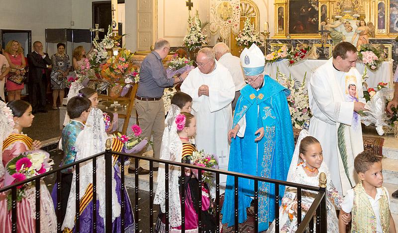 """La Mare de Déu dels Xics tendrá santuario diocesano en la Font de la Figuera  Lo anuncia el Cardenal """"con gozo y reconocimiento"""" ante la patrona rodeada de flores"""