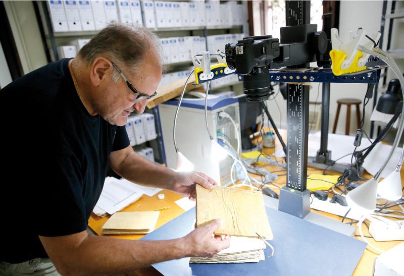 Archivos Parroquiales digitaliza un siglo de documentos históricos Un equipo de 15 voluntarios colaboradores trabaja en la digitalización desde hace más de 20 años