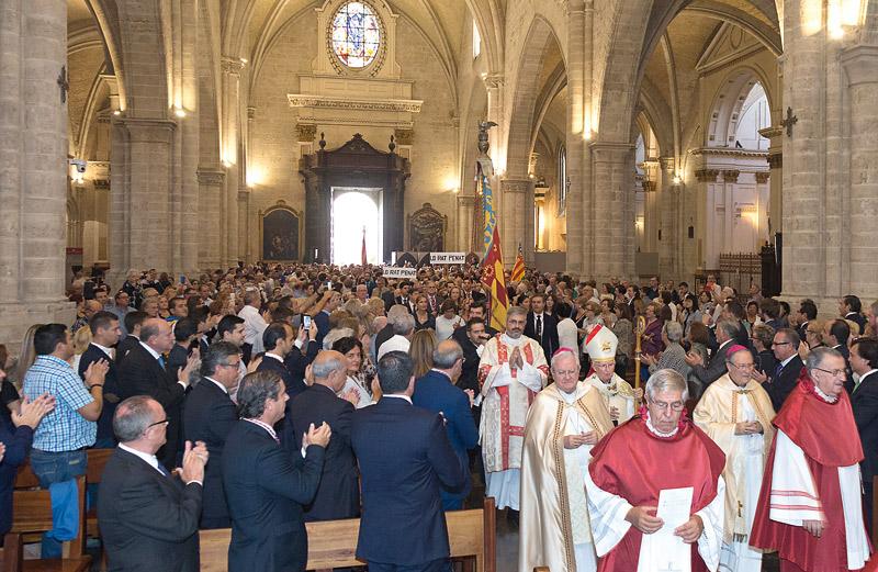 """Valencia revive el """"gozo inmenso"""" de recuperar su identidad cristiana El solemne Te Deum del 9 de Octubre llena la Catedral"""