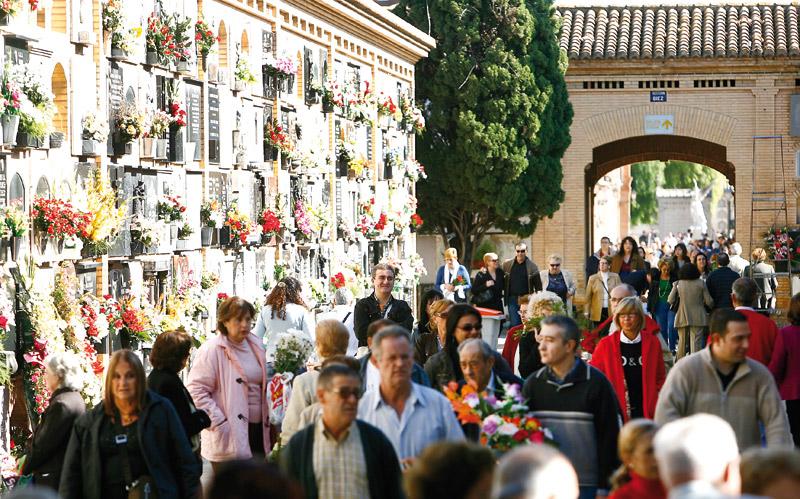 Nadie se queda sin enterrar hoy Actualmente, en Valencia, ninguna persona se queda sin enterrar cuando fallece, ni siquiera aquellas que no tienen familia ni recursos económicos o que viven y mueren en la calle