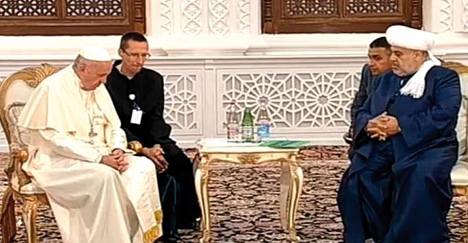 Francisco condena en Georgia los  extremismos violentos Y en Azerbaiyán anima a que las religiones iluminen el sentido de la vida