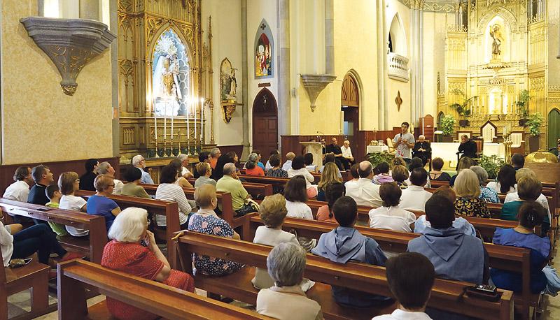 """""""Padre Andrea, tenemos necesidad de la Comunidad del Cenáculo en Valencia"""" El Arzobispo, ante una representación que visita nuestra diócesis para abrir casa"""