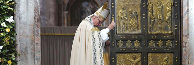 """""""Aunque se cierre la Puerta Santa, sigue abierta la puerta de la misericordia"""" El papa Francisco clausura el Jubileo Extraordinario de la Misericordia ante 70.000 fieles"""