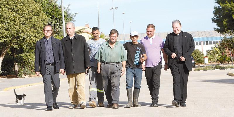 Las parroquias pueden apadrinar ya a acogidos en la Ciudad de la Esperanza Ante la falta de ayudas públicas, la iglesia de SanNicolás becará a cinco de ellos