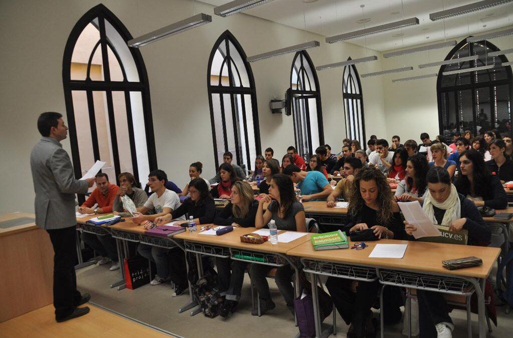 Nuevos retos para la educación del siglo XXI Reflexiones del cardenal Antonio Cañizares ante un posible pacto escolar