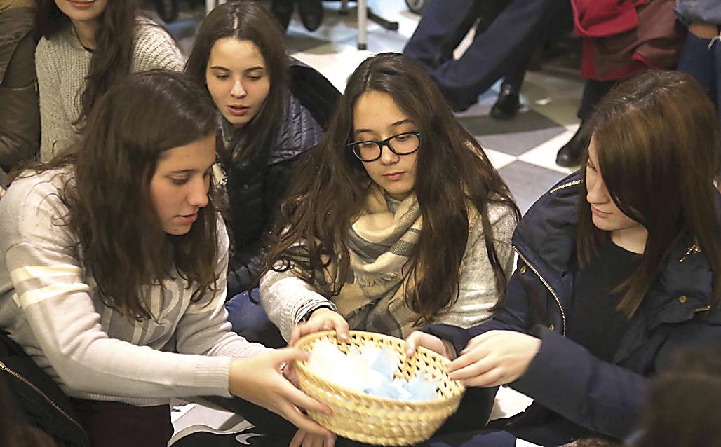 Las redes de ayuda ante el confinamiento Los jóvenes están tomando conciencia y muestran su solidaridad en tiempos de crisis