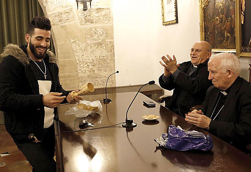 Jóvenes palestinos cristianos visitan la diócesis de Valencia con Cáritas Les acompaña un grupo de jóvenes de Algemesí que estuvo en Belén en verano