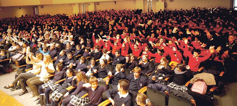 Los colegios diocesanos ya tienen su banda de música, con alumnos, padres y profesores Se presenta en un encuentro en el que participan 1.700 alumnos