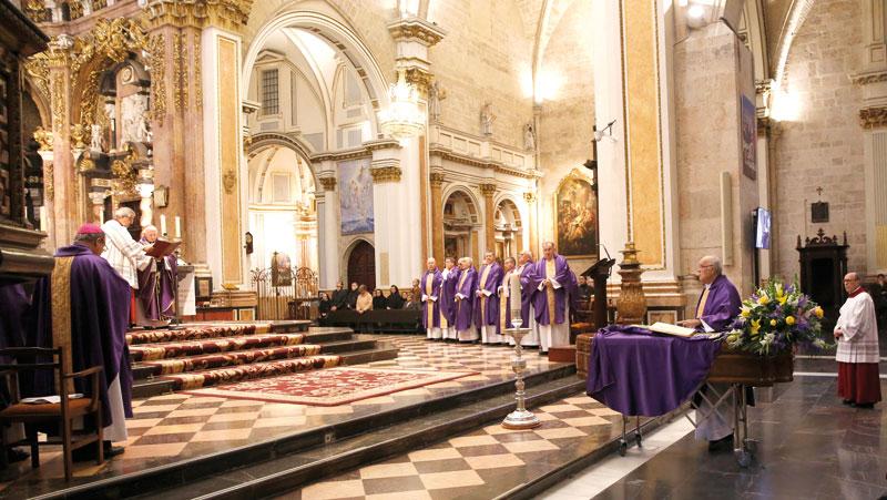"""José Climent """"buscó y comunicó en la  música la suprema belleza de Dios"""" El Cardenal preside la misa exequial del que fuera organista y canónigo prefecto de música sacra"""