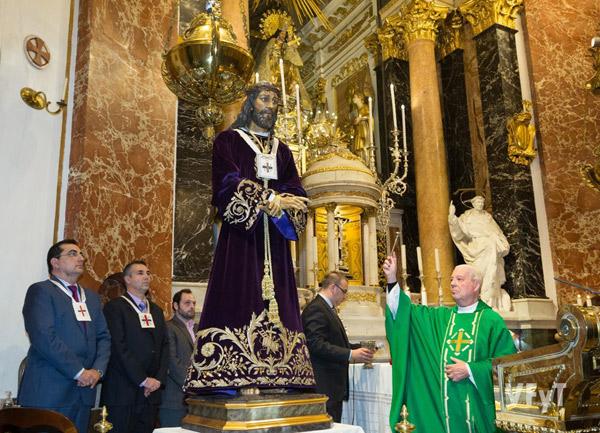 Restauran la primera túnica de la imagen de Jesús Medinaceli de la Semana Santa Marinera de Valencia, de 1946 Es bendecida en una misa en la Basílica de la Virgen de los Desamparados