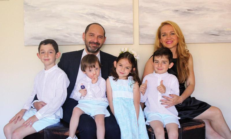 La historia del pequeño Jose, un niño con síndrome de Down y un 'bizcochete' para toda su familia El matrimonio valenciano de Susana y Enrique no tuvo duda de seguir con el embarazo pese a saber su alteración cromosómica