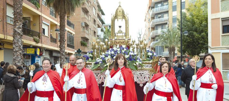 Una procesión con cinco mil participantes de toda la diócesis anticipa la Semana Santa En Alboraya, con hermandades, cofradías y músicos, procedentes de 37 municipios valencianos