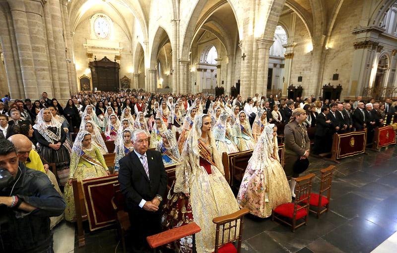El Cardenal pide a san José por los miles de cristianos perseguidos hoy ante la pasividad de los gobernantes Durante la misa en la Seo en la fiesta del patrón con las falleras mayores de Valencia