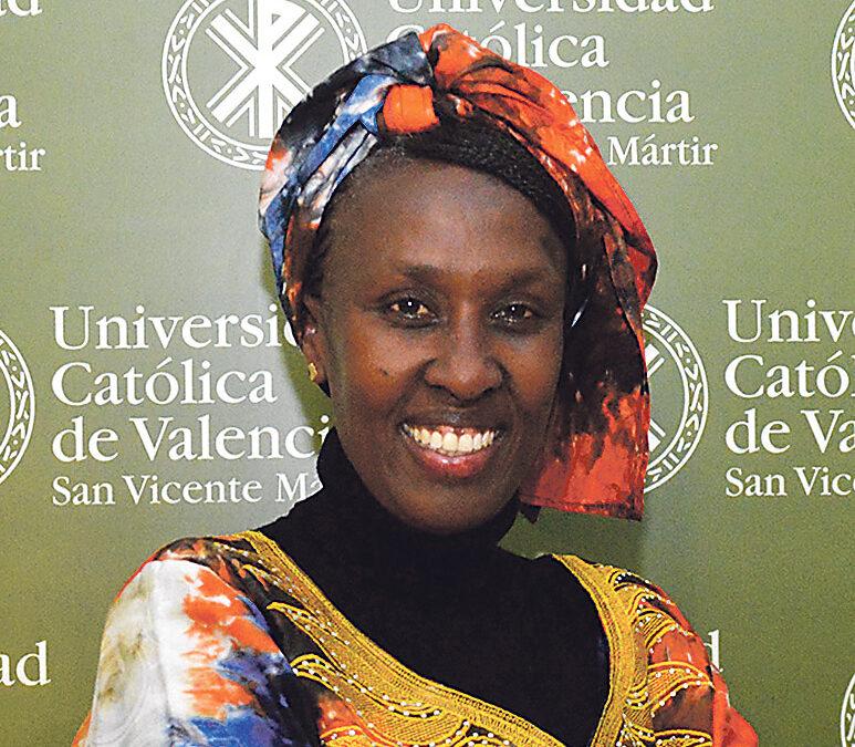 """""""África necesita un feminismo inclusivo que busque el bien común"""" ANTONIETTE KANKINDI Premio a la promoción de la mujer africana"""