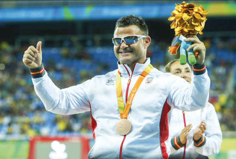 """""""La discapacidad es solo un obstáculo, con esfuerzo podemos lograr lo que queramos"""" El atleta paralímpico valenciano David Casinos, ejemplo de  superación, habla con PARAULA"""