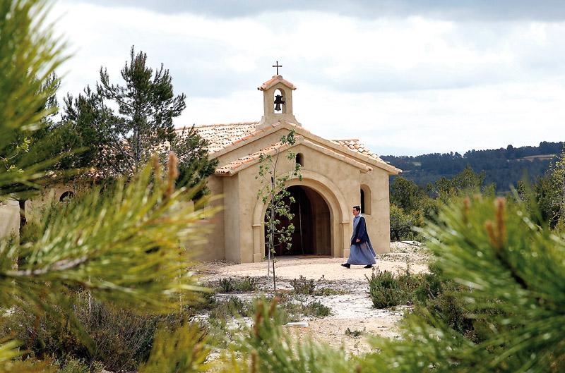 Nace un nuevo monasterio… sólo de limosnas Este sábado, los Hermanitos del Cordero bendicen su pequeño monasterio 'Lumen Crucis' , en Navalón