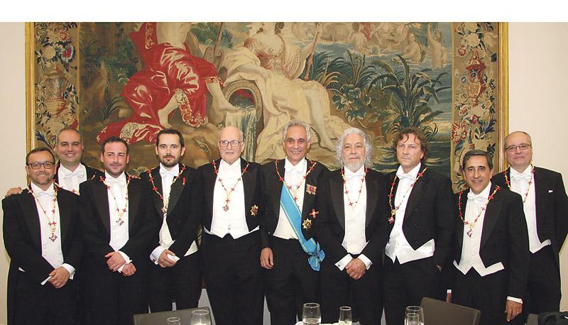 Nuevos caballeros del 'Centenar de la Ploma' Ocho nuevos miembros recibieron las condecoraciones oportunas.