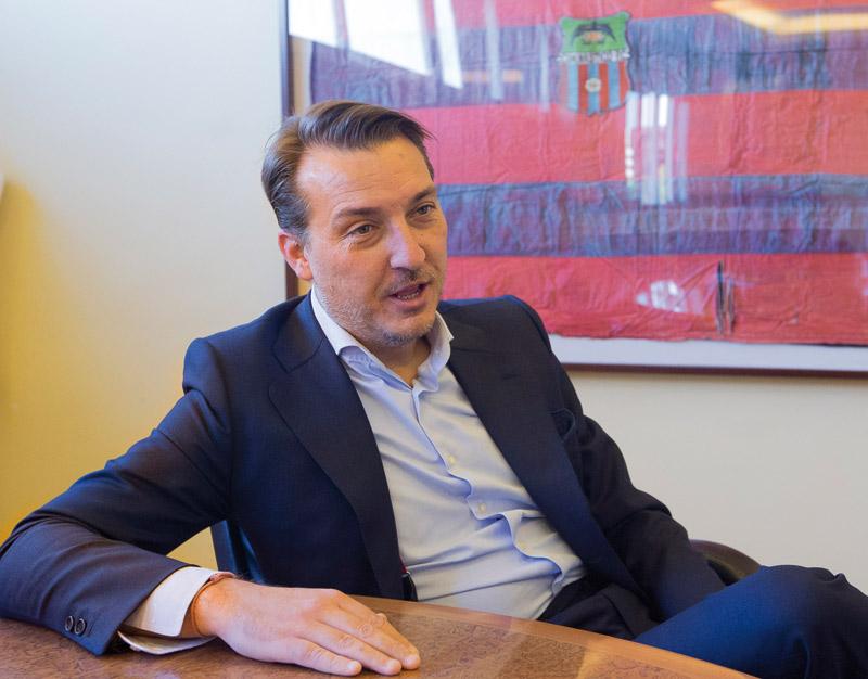 """""""San Vicente fue valiente atrevido y avanzado  a su tiempo"""" Entrevista a Quico Catalán. Presidente del Levante U.D. y caballero jurado de Sant Vicent Ferrer"""